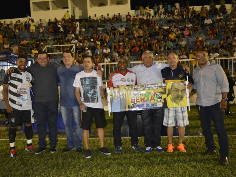 Presidente visita Oeiras e acompanha torneio amador na cidade