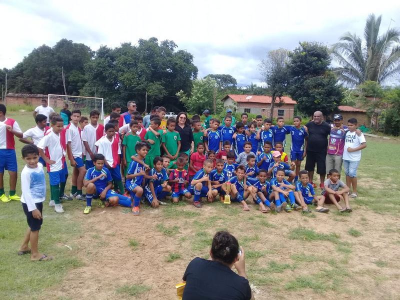 Escolinha Nova Esperança recebe kits do FFP Social