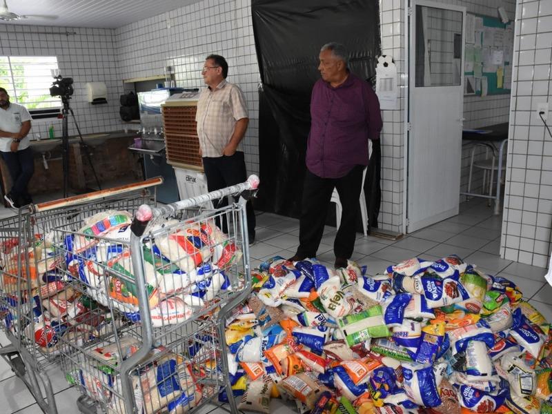 Abrigo de idosos recebe alimentos arrecadados em jogos do Sub-19