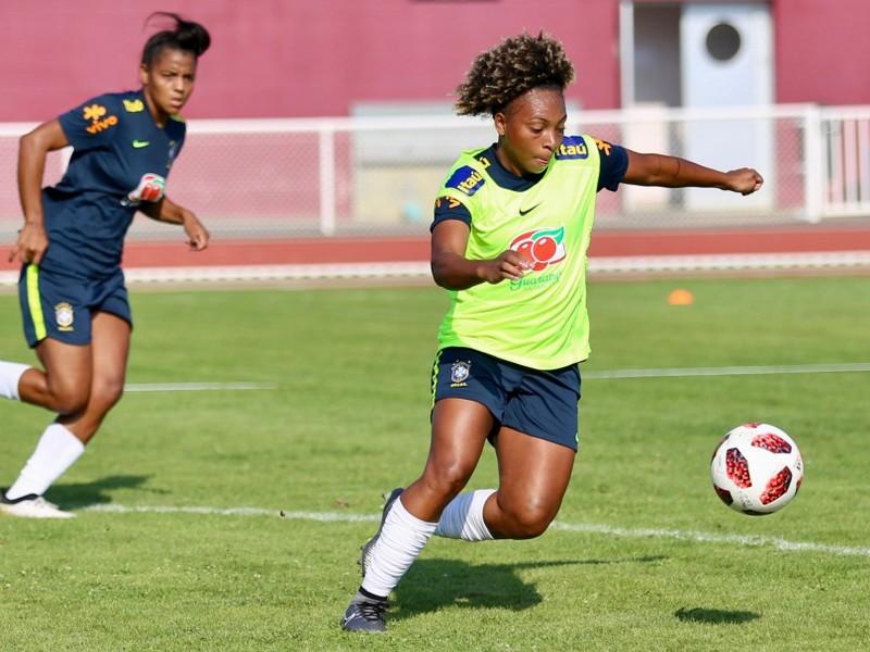 Valéria é convocada para treinos com a seleção feminina principal