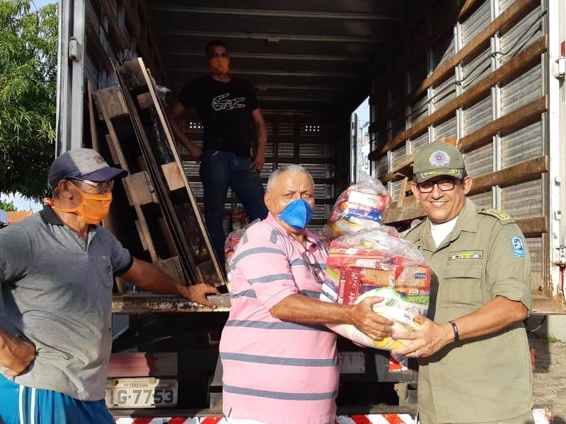FFP realiza doação de cestas básicas para clubes piauienses