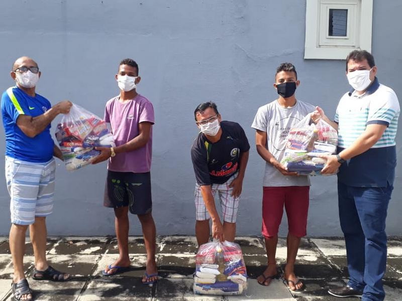 FFP faz doação de cestas básicas para colaboradores de estádios