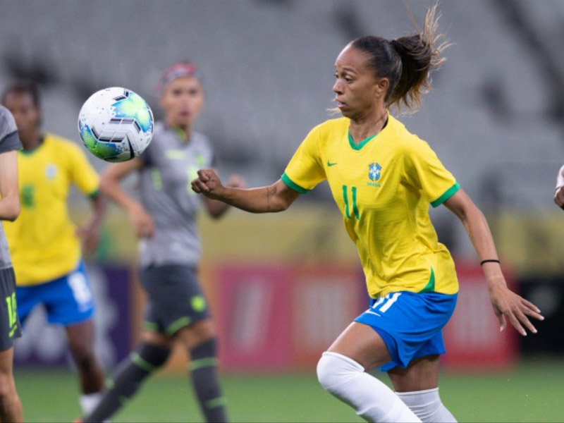 Ao lado de Adriana, Valéria estreia com gol na seleção principal